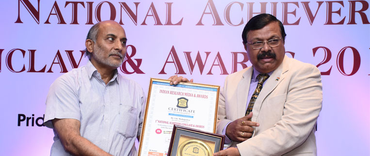 Dr. S.K Mahapatra, Director of Jaipuria School of Business receiving the award  Best Director of the year at National Achiever Conclave & Awards 2017